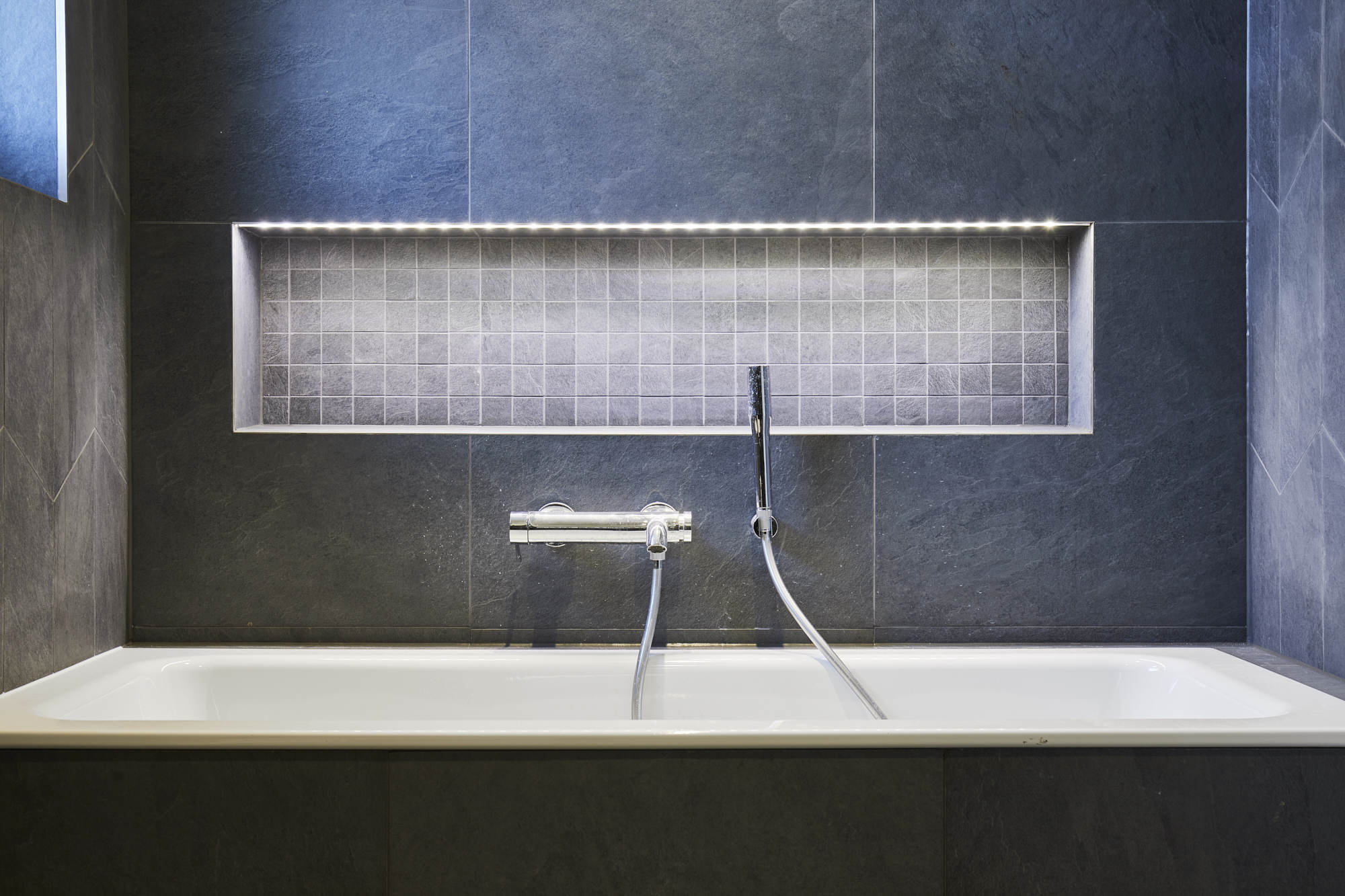 BPM39-Victorian-Penthouse-London-Chiswick-Bathroom-Grey-Italian-Tiles-Porcelain-Mosaic-Niche-Bathtub-Tap-LED-Strip_scaled_Y